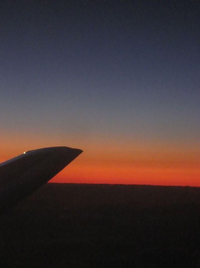 夜の一歩手前の水平線