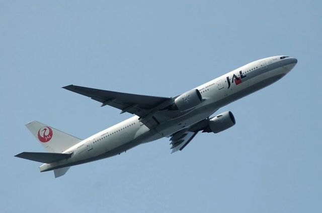 JAL Boeing777-246