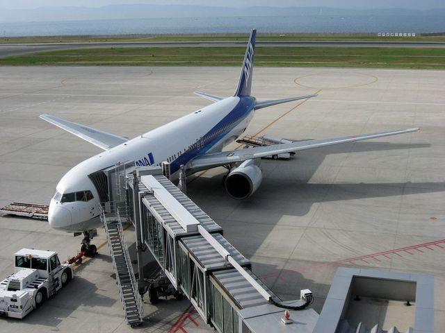 神戸空港に到着したANA411便