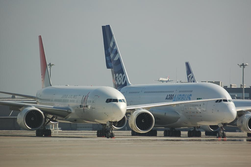 号外! 大きな380と小さな777?! | Airmanの飛行機写真館