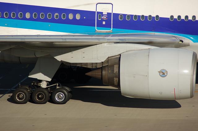Boeing777のメインギアとエンジン