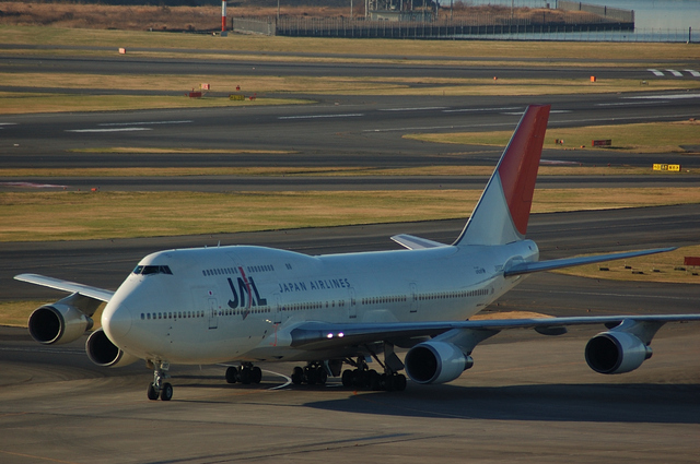 JAL Boeing747-400 Taxi to spot