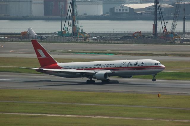 上海航空Boeing767-300着陸