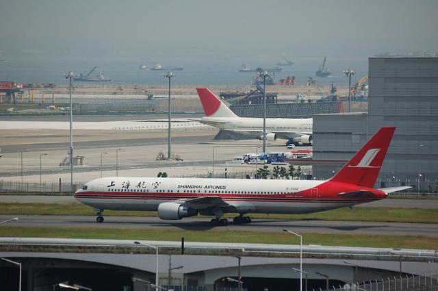上海航空Boeing767-300
