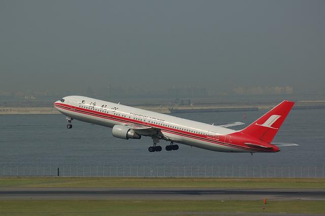 上海航空Boeing767-300TakeOff