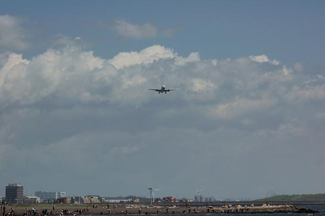 人工浜と飛行機