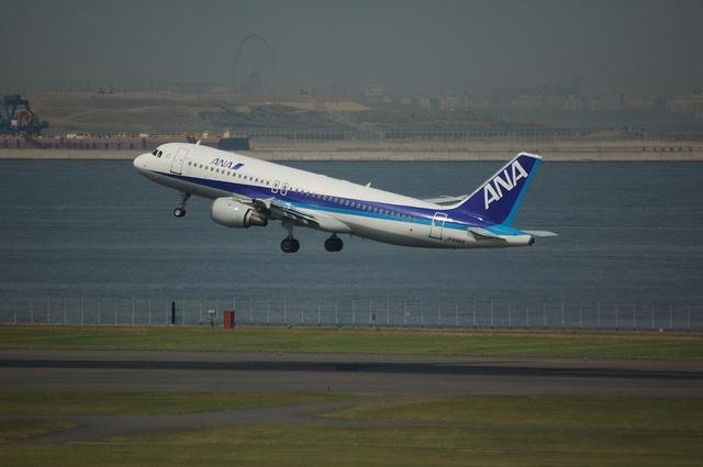 A320軽々と空へ