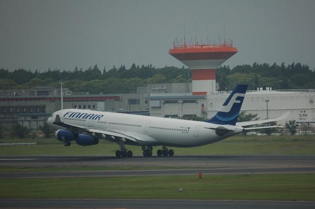 フィンランド航空 エアバスA340-300 離陸