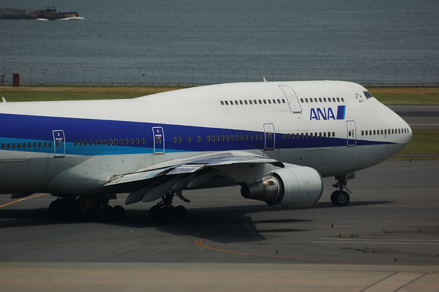 Boeing747-400D Taxi to runway