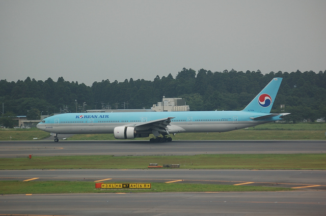 Korean Air Boeing777-300 1