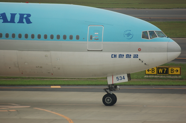 Korean Air Boeing777-300 6