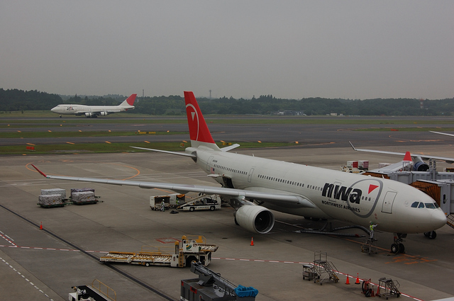 Airbus A330-200(N856NW)