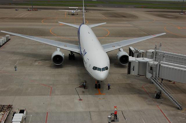 ANA Boeing777 スポットイン