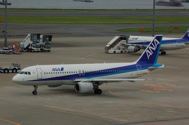 ANA A320-200(JA8393)