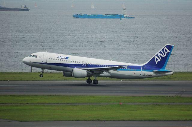 離陸するA320-200