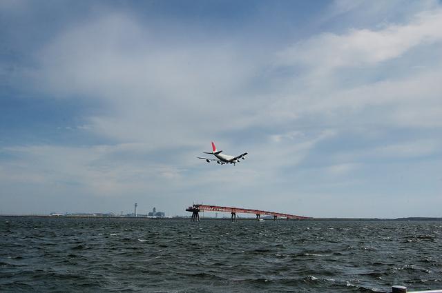 R/W22に着陸するB747-400