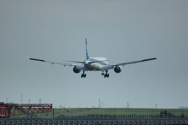 Boeing777-300 Landing