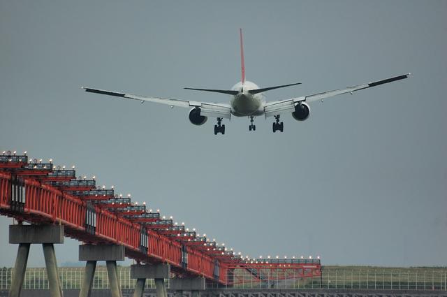 JAL Boeing777-200(JA8985)