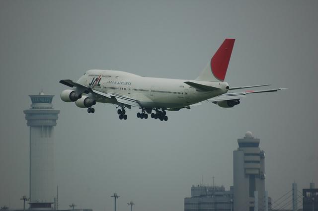 Boeing747-400D(JA8908)