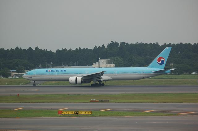 Korean Air Boeing777-300 1