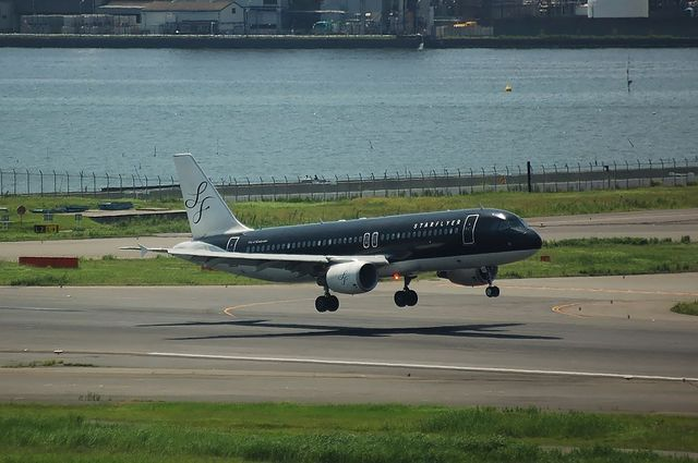SFJ A320-200(JA03MC) 右側