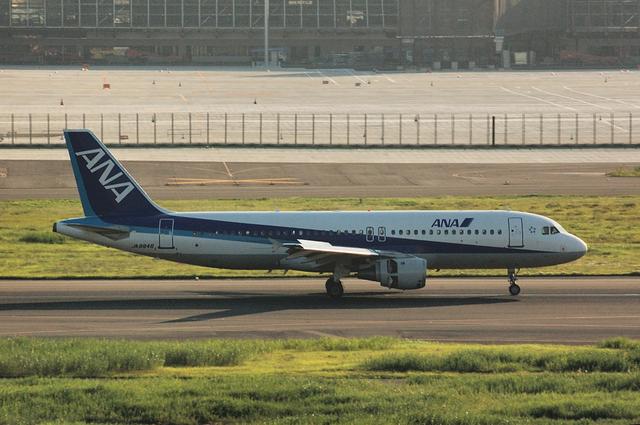 ANA A320-200(JA8946) 右側