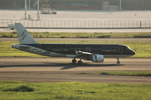 SFJ A320-200(JA04MC) 右側