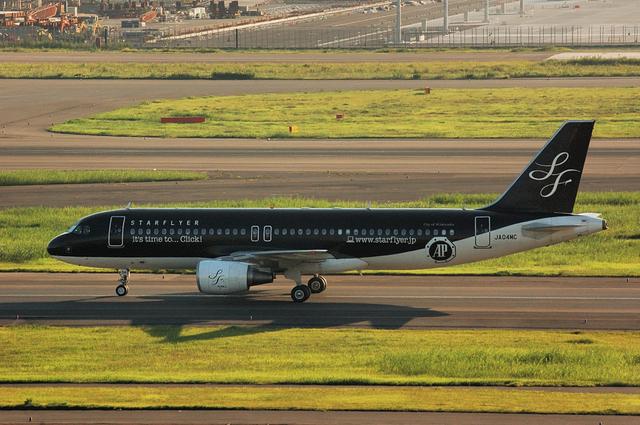 SFJ A320-200(JA04MC) 左側