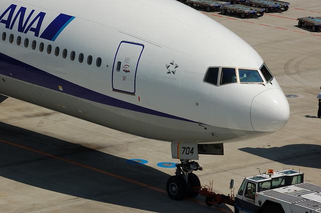 Boeing777のパイロットが手を振る