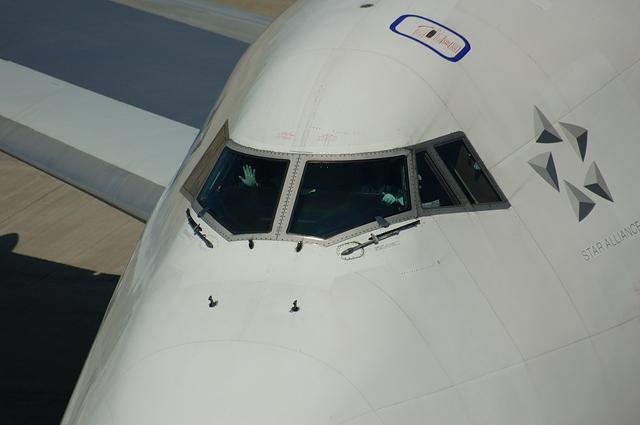 Boeing747のパイロットが手を振る