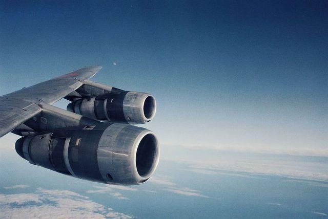 DC-8の翼とエンジン