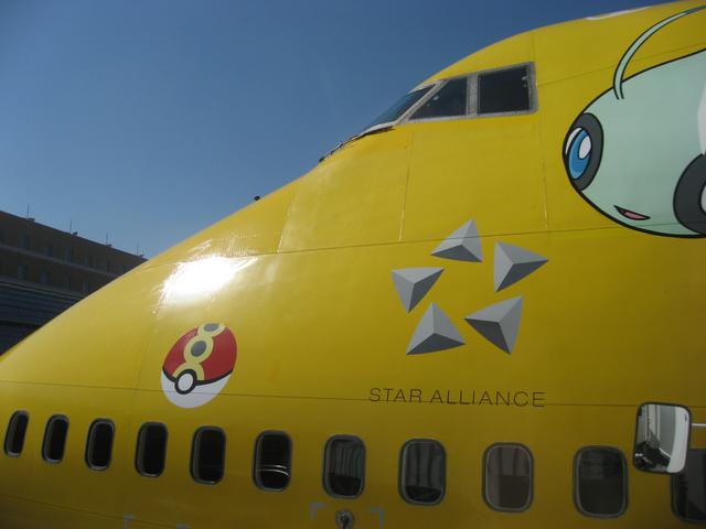 羽田空港に到着したピカチュウジェット