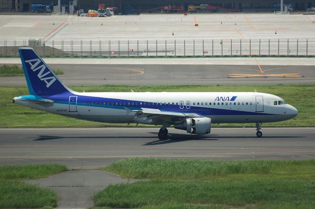 ANA Airbus A320 Landing