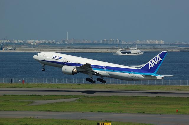 B777 take off