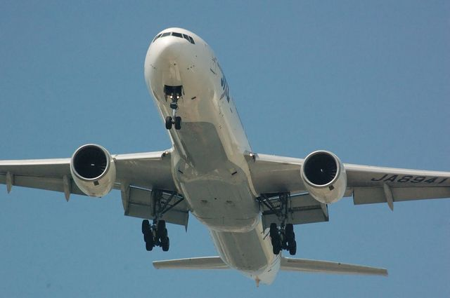 Boeing777-300 Final Approach
