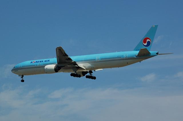 Boeing777-300(HL7532)