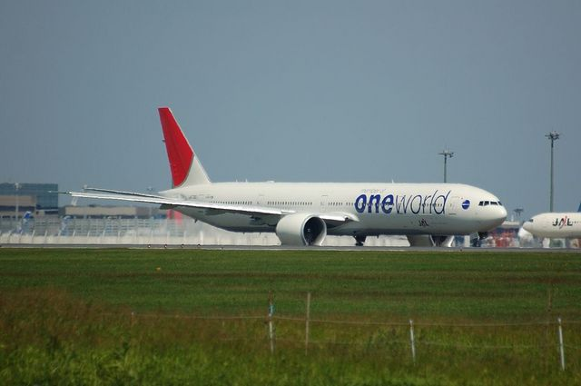 JAL Boeing777-300ER Taxing