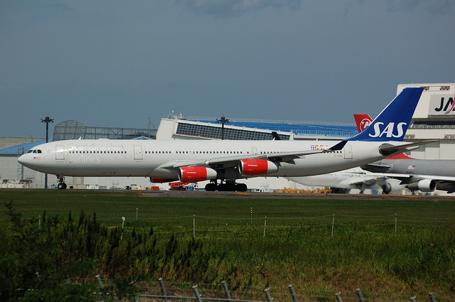SAS Airbus A340-300(OY-KBI)