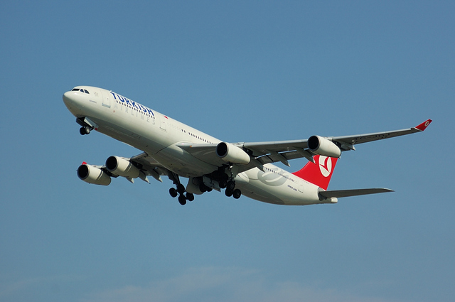 トルコ航空 Airbus A340-300 ギア・アップ