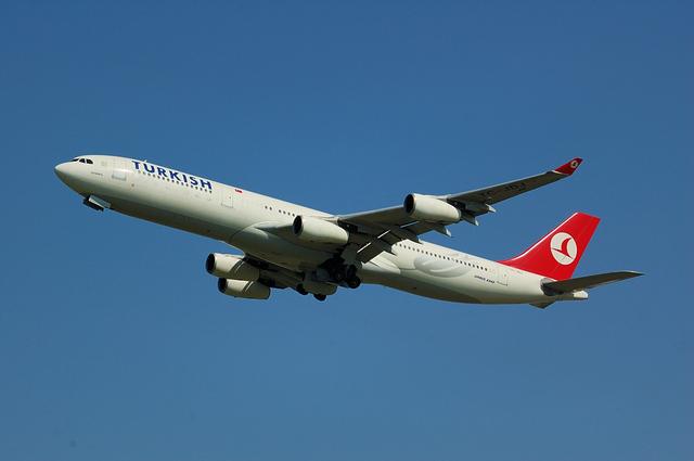 トルコ航空 Airbus A340-300 ギア格納中