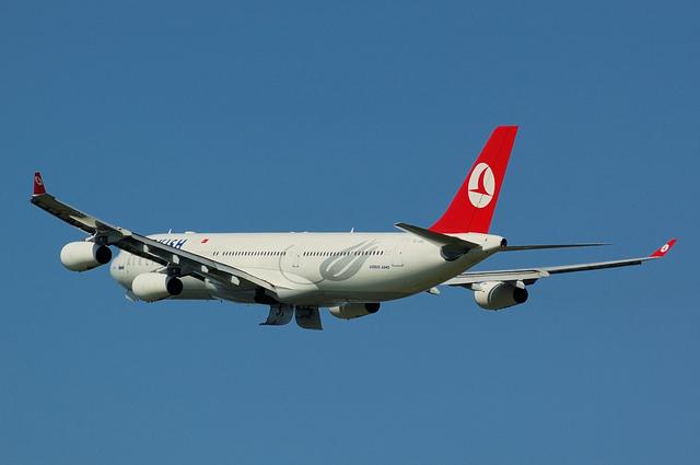 トルコ航空 Airbus A340-300(TC-JDJ)