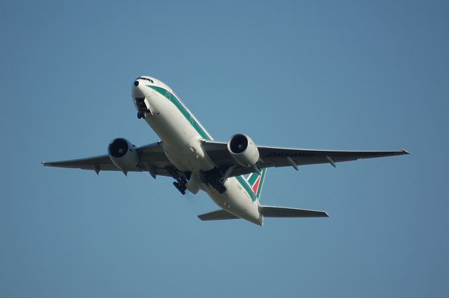 Alitalia Boeing777-200(ER) 3