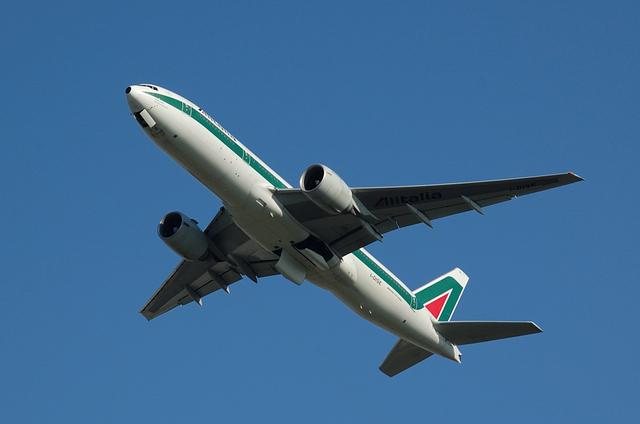 Alitalia Boeing777-200(ER) 4