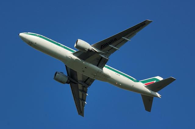 Alitalia Boeing777-200(ER) 5