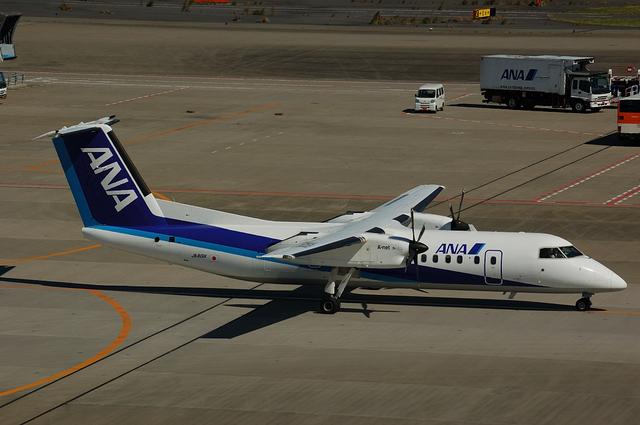 ボンバルディア DHC8-300