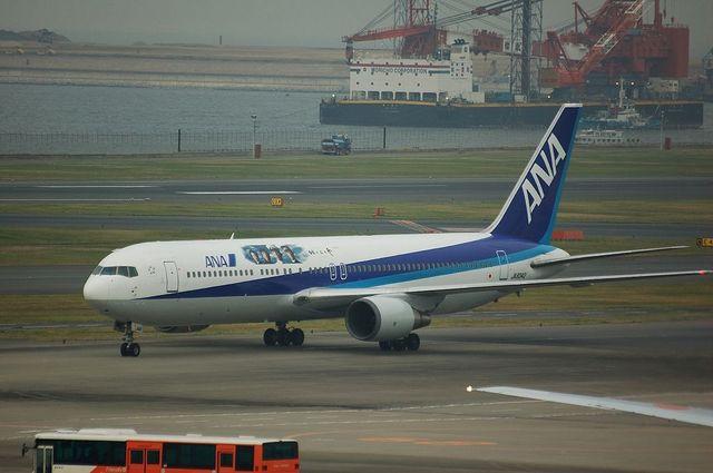 「坂の上の雲」ラッピング Boeing767