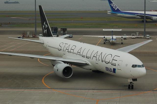 ANA Star Alliance Boeing777-200 2