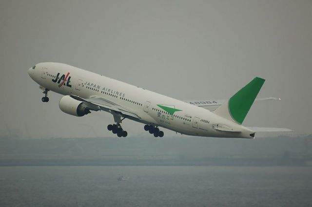 JAL エコジェット Boeing777-200 4