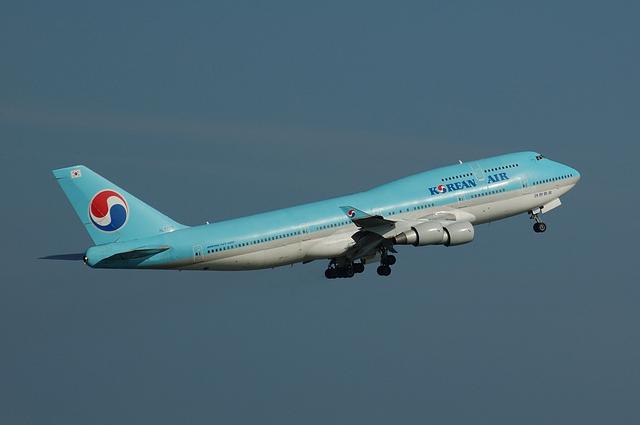 KOREAN AIR Boeing747-400(HL7607) 3