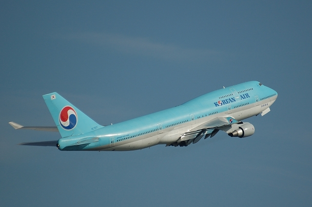 KOREAN AIR Boeing747-400(HL7607) 4